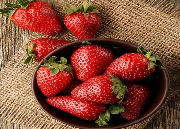 فوائد الفراولة للبشرة الجافة