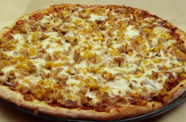 طريقة عمل بيتزا التونة بالصور