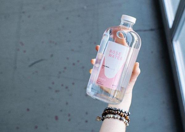 فوائد شرب ماء الورد للنساء