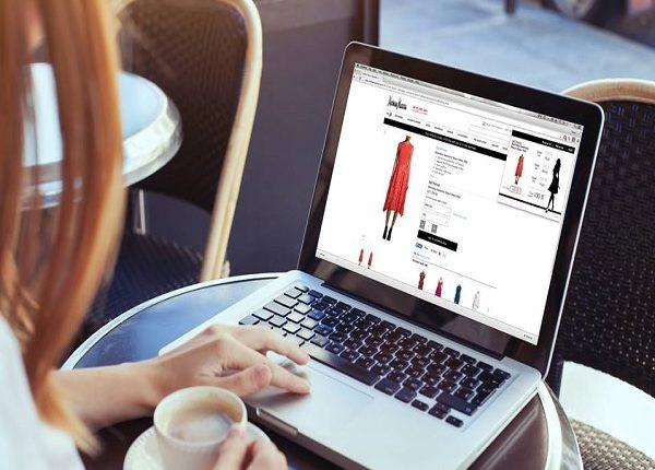 لماذا تفضل النساء العربية التسوق عبر الإنترنت ؟