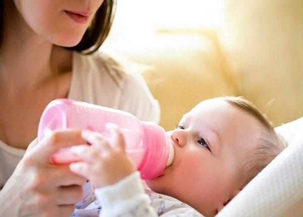 الإرضاع الصناعي يزعج الأمهات فما فوائد الرضاعة الطبيعية