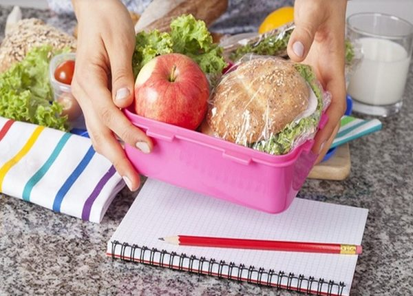 مفاجأة.. نحن نأكل البلاستيك يومياً.. فكيف نقي أنفسنا؟