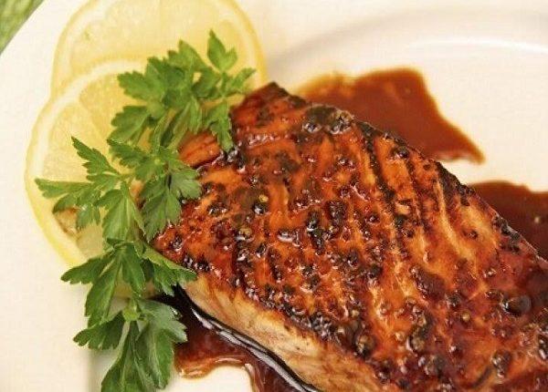 طريقة عمل شرائح سمك السلمون المقلي