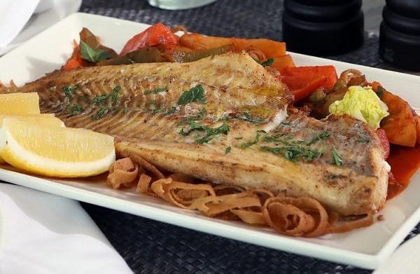 سمك مشوي بالفرن للرجيم