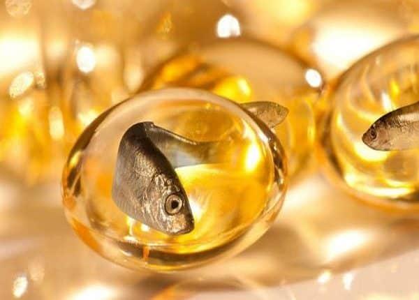 فوائد حبوب زيت السمك وعلاقتها بآلام الدورة الشهرية