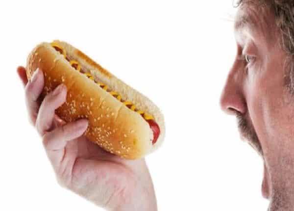رجل يتناول 72 ساندويتش هوت دوغ في 10 دقائق فقط فيديو