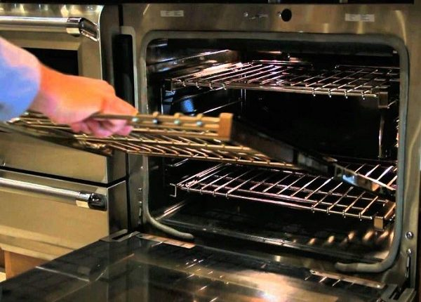 تنظيف الفرن من الدهون المحترقة