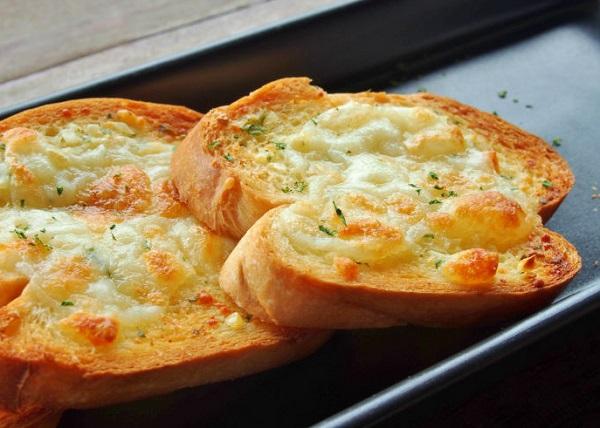طريقة عمل خبز التوست بالثوم والجبن