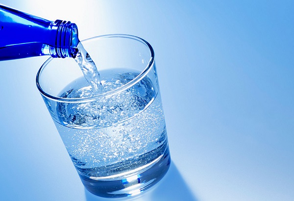 فوائد المياه المعدنية الغازية الطبيعية