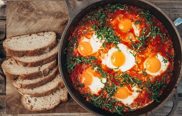طريقة عمل المخلمة بالبيض و الطماطم