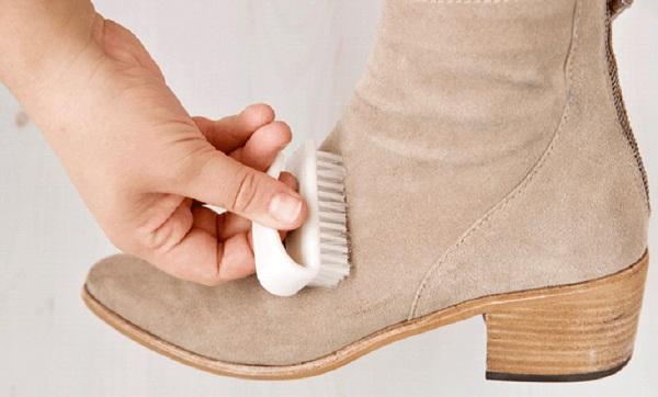 ما هي طريقة تنظيف حذاء الشامواه
