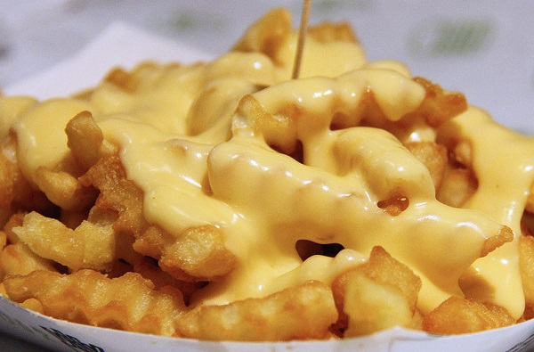 طريقة عمل البطاطس المقلية مع الجبنة