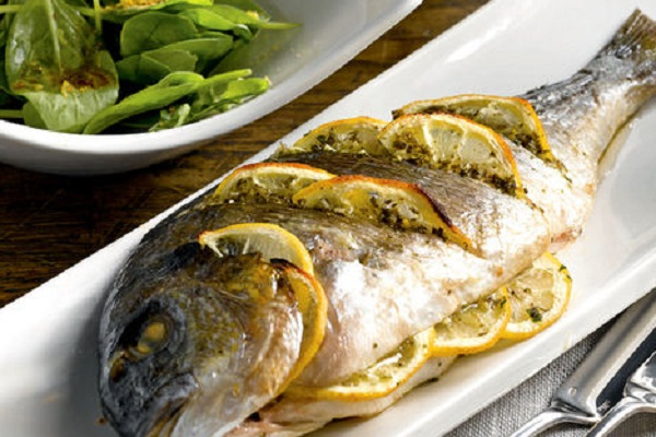 سمك الدنيس بالزيت والليمون