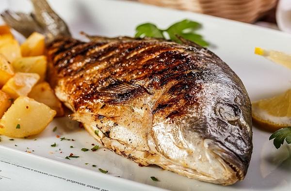 صينية سمك دنيس بالبطاطس