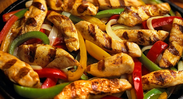 فاهيتا الدجاج مثل المطاعم