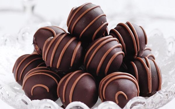 كرات الكيك بالشوكولاته