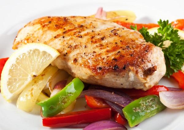 وجبة دجاج صحية بالخضار