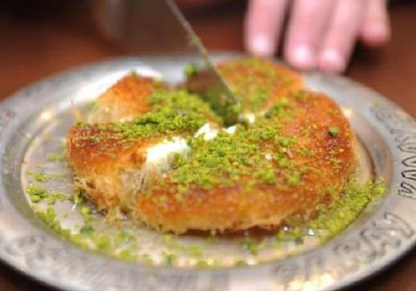 الكنافة النابلسية الخشنة بالجبنة