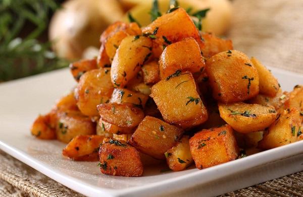 البطاطس بالكزبرة والثوم