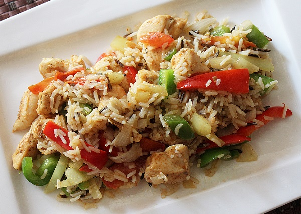 الأرز المفلفل بالخضار والدجاج
