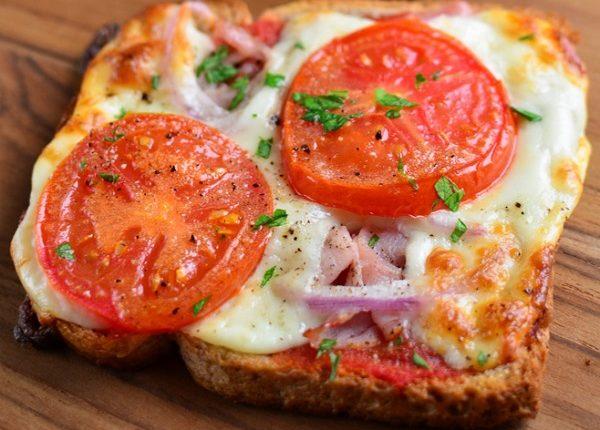 بيتزا سريعة بخبز التوست