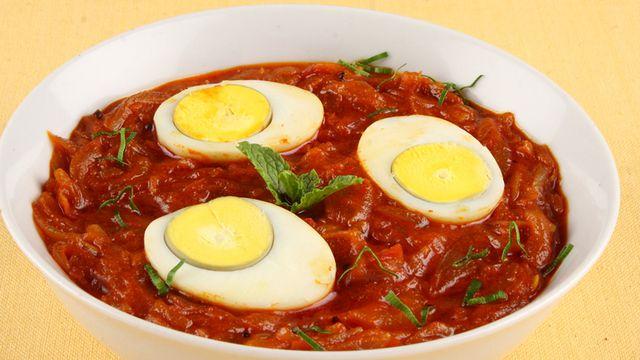 بيض مسلوق بالطماطم