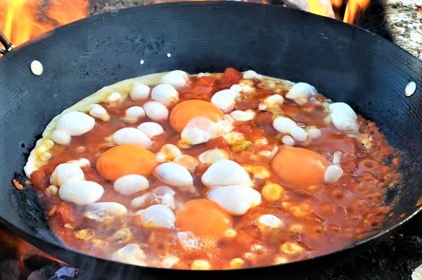 البيض بالطماطم والبصل
