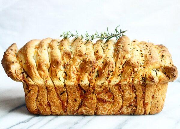 خبز بالثوم والأعشاب