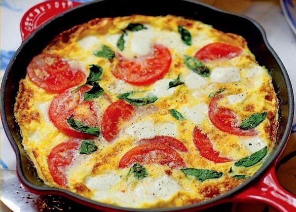 بيض بالطماطم والجبن